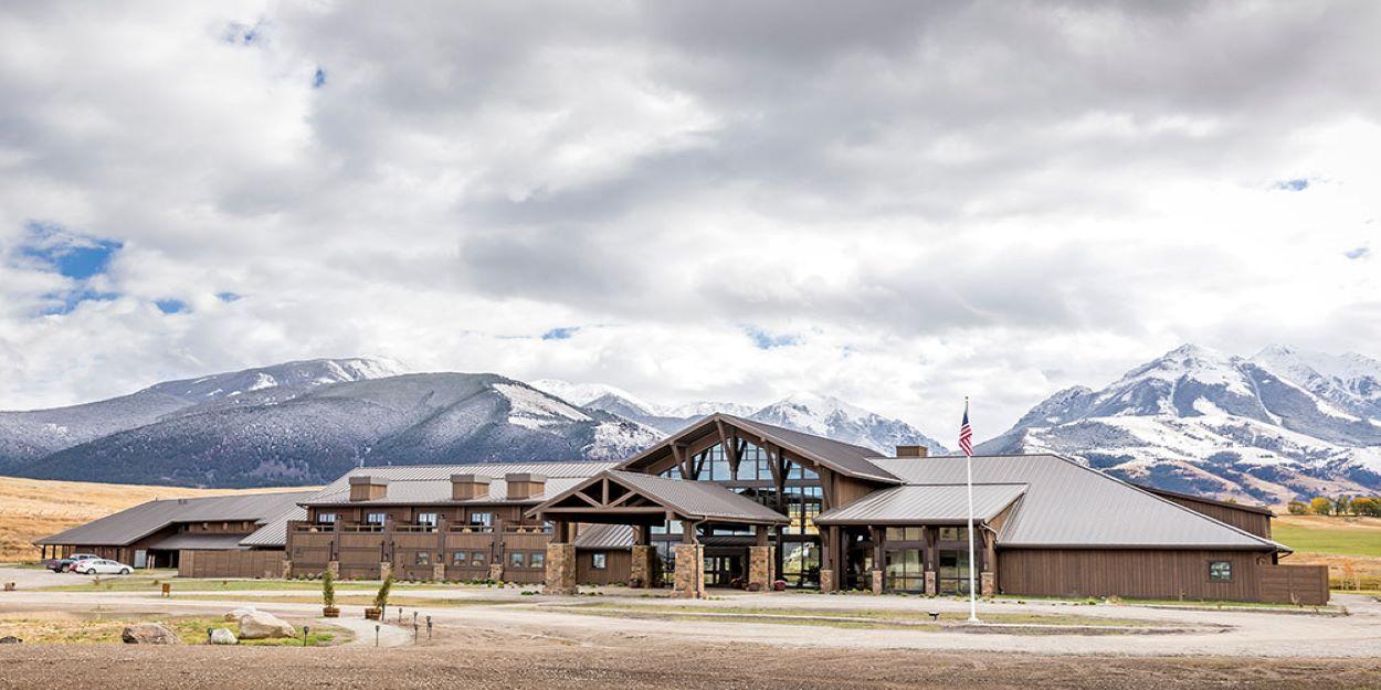 gallery-Lodge-Exterior-Emigrant-Peak