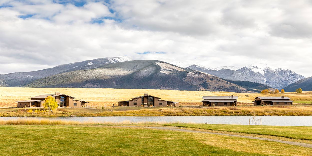 gallery-Ranch-Houses-Overlooking-Pond